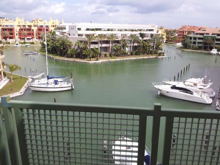 3 bedrooms penthouse in Sotogrande marina