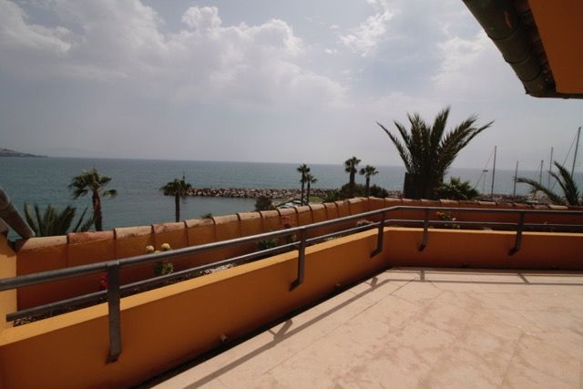 Spectacular penthouse apartment located in the port of Sotogrande