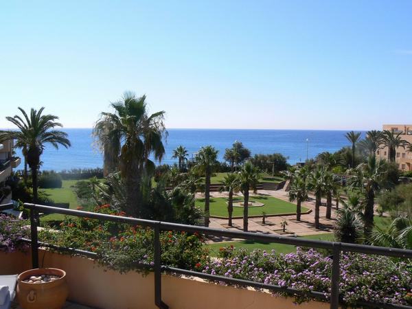 Penthouse apartment located in Paseo del Mar, first line of beach.