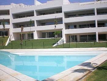 Fantastic ground floor apartment located in the complex Polo Gardens, unfurnished.