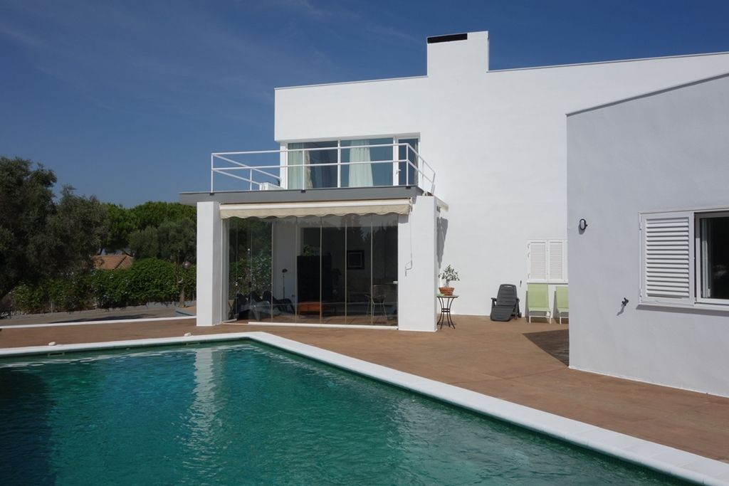 Unfurnished villa located in Sotogrande alto available for long term rental