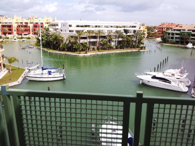 Nice apartment for sale in Sotogrande marina.