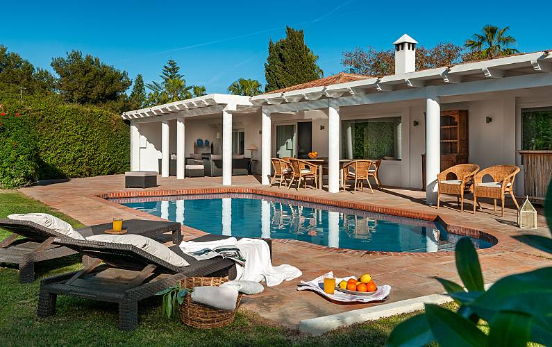 Villa available for long term rental located in Sotogrande costa